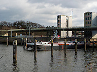 Tankschiff Dettmer Tank 48 in der Schleuse, Elbe bei Geesthacht, Schleswig-Holstein, Deutschland <br /> tanker  Dettmer Tank 48 passing the lock, River Elbe near Geesthacht, Schleswig-Holstein, Germany
