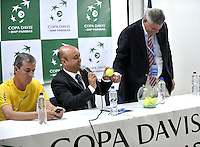 CALI - COLOMBIA – 03-04-2014: Gabriel Sanchez (Izq.), Presidente de la Federacion Colombiana de Tenis, Ricardo Reiz (Cent.) Referee la Federacion Internacional de Tenis (FIT) y Sergio Olivares (Der.), de la Federacion de tenis de Republica Dominicana, durante sorteo de la Copa Davis entre los equipos de Colombia y Republica Dominicana, en el que quedaron definidos el orden de los partidos, a primera hora juegan Santiago Giraldo  de Colombia y Jose Hernandez de Republica Dominicana y a segunda hora juegan Alejandero Falla de Colombia y Victor Estrella de Republica Dominicana, partidos de la serie final del Grupo I de la Zona Americana de Copa Davis por BNP Paribas. / Gabriel Sanchez (L), President of the Colombian Tennis Federation, Ricardo Reiz (C) Referee of the International Tennis Federation (ITF) and Sergio Olivares (R) of the Tennis Federation of Dominican Republic, during the Davis Cup draw between teams from Colombia and the Dominican Republic, which were defined by the matches, early play Santiago Giraldo of Colombia and Jose Hernandez of the Dominican Republic and second hour playing Alejandro Falla of Colombia and Victor Estrella of Dominican Republic, the final series of matches in Group I of the American Zone Davis Cup by BNP Paribas./ Photo: VizzorImage / Luis Ramirez / Staff.