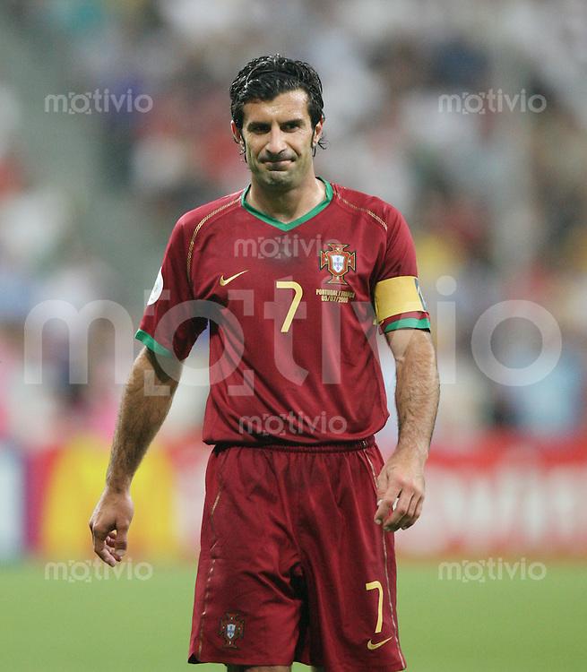 Fussball WM 2006  Halbfinale   Portugal 0-1 Frankreich Enttaeuschung Luis Figo (POR)