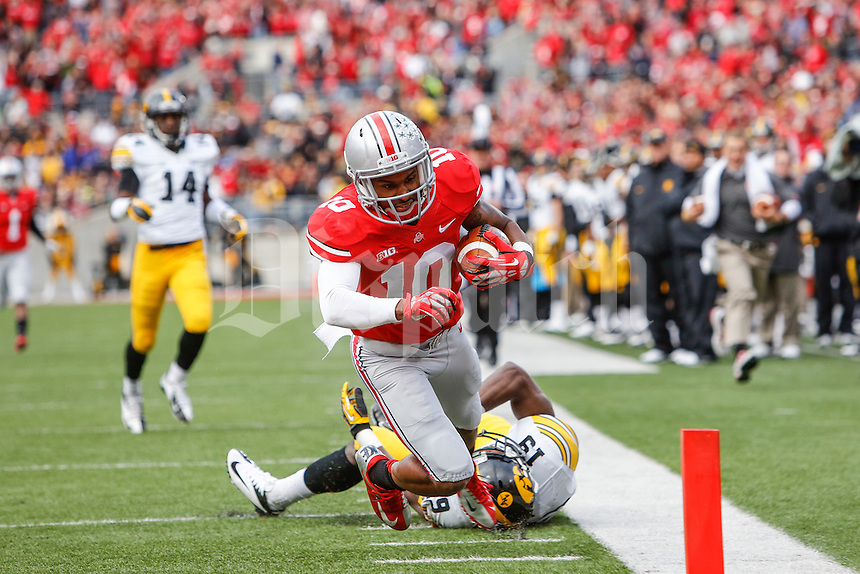Ohio State Buckeyes wide receiver Philly Brown (10) dives for a touchdown during Saturday's game in Columbus, Ohio on Saturday, Oct. 19, 2013. (Jabin Botsford / The Columbus Dispatch)