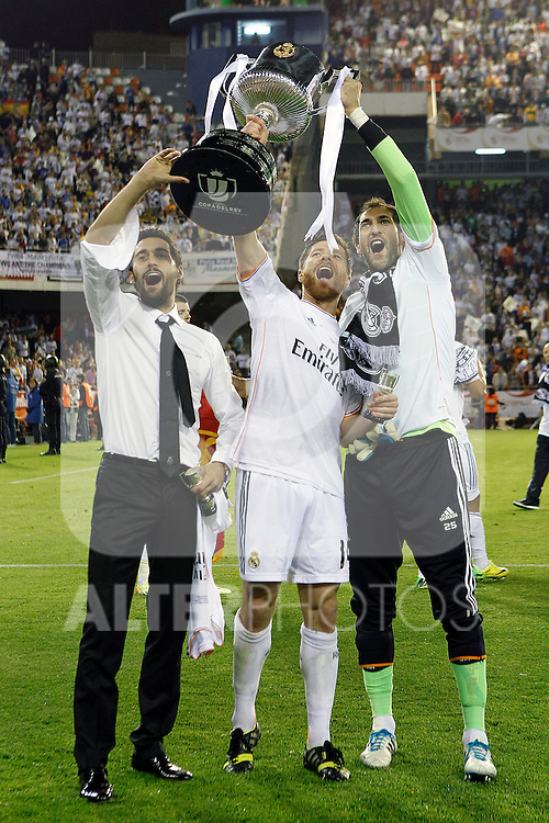 Real Madrid's Alvaro Arbeloa, Xabi Alonso and Diego Lopez celebrate the victory in the spanish KIng's Cup Final match.April 16,2014. (ALTERPHOTOS/Acero)