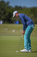 Chesson Hadley (USA) sinks his putt on 2 during Round 4 of the Valero Texas Open, AT&amp;T Oaks Course, TPC San Antonio, San Antonio, Texas, USA. 4/22/2018.<br /> Picture: Golffile | Ken Murray<br /> <br /> <br /> All photo usage must carry mandatory copyright credit (&copy; Golffile | Ken Murray)