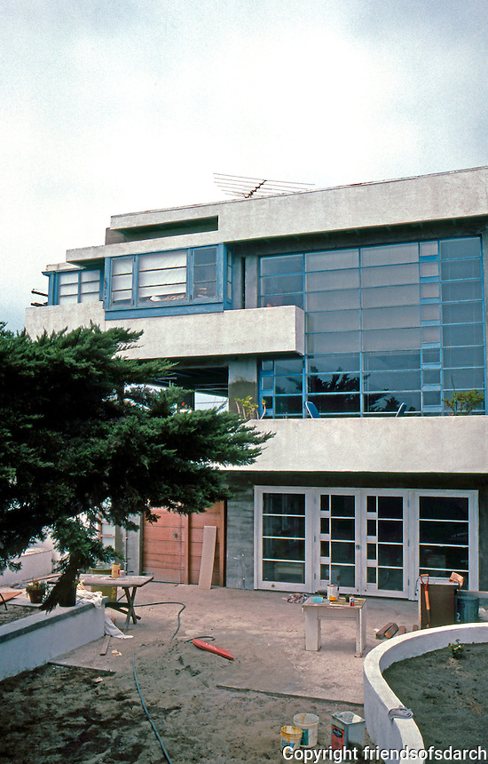 Rudolph Schindler: Lovell Beach House. Side elevation.