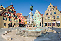Deutschland, Bayern, Mittelfranken, Naturpark Altmuehltal, Weissenburg in Bayern: Altstadt mit Kaiser-Ludwig-Brunnen und Fachwerkhaus in der Luitpoldstrasse | Germany, Bavaria, Middle Franconia, Nature Park Altmuehl Valley, Weissenburg in Bayern: Old Town with Emperor-Ludwig-Fountain and halb-timbered house at Luitpold Street