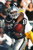 Oakland, California. October 29, 2006. In an NFL game played at McAfee Coliseum where the Oakland Raiders defeated the Pittsburgh Steelers 20-13<br />