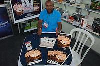 SÃO PAULO-SP-26,08,2014-BIENAL DO LIVRO/MOVIMENTAÇÃO DO PÚBLICO - Autor Romilson Pedro/Público (principalmente infantil e adolescente) durante a Bienal do Livro no Anhembí.Região Norte da cidade de São Paulo,na tarde dessa Terça-Feira,26(Foto:Kevin David/Brazil Photo Press)