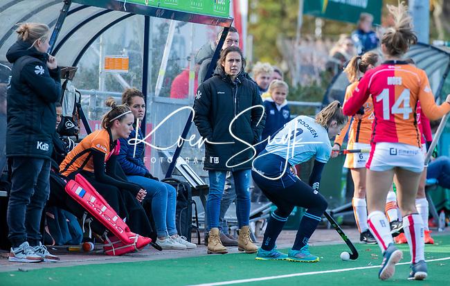 Laren - coach Tina Bachmann (OR) tijdens de Livera hoofdklasse  hockeywedstrijd dames, Laren-Oranje Rood (1-3).  COPYRIGHT KOEN SUYK