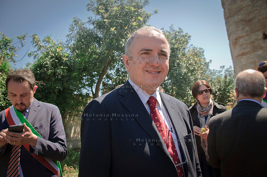 Beppe Lumia, ex presidente della commissione antimafia, senatore PD, in visita nel casolare dove fu ucciso Peppino Impastato durante le commemorazioni dell'anniversario dell' assassinio.<br />