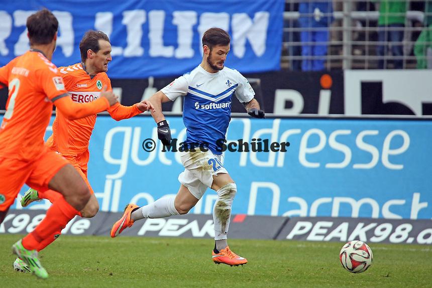 Marcel Heller (SV98) setzt sich durch  - SV Darmstadt 98 vs. SpVgg. Greuther Fuerth, Stadion am Boellenfalltor
