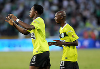 MEDELLÍN -COLOMBIA- 15-12-2012. Oscar Murillo (Izq) y John Valoy (Der) de Atlético Nacional celebran un gol en contra del Deportivo Cali durante partido de vuelta por la final de la Liga Postobón II 2013 jugado en el estadio Atanasio Girardot de la ciudad de Medellín./ Nacional Player Oscar Murillo (L) and John Valoy (R) celebrate a goal against Deportivo Cali during second leg match for the final of the Postobon League II 2013 at Atanasio Girardot stadium in Medellin city. Photo: VizzorImage/Luis Ríos/STR