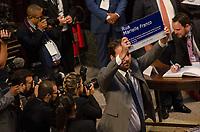 RIO DE JANEIRO, RJ, 01.02.2019 – POLITICA-RJ – Posse do candidato eleito ao cargo de deputado estadual do Estado do Rio de Janeiro, Flávio Serafini promete justiça para a parlamentar assassinada Marielle Franco, e toma posse hoje no plenário da Assembleia Legislativa do Estado do Rio de Janeiro (Alerj), nesta sexta-feira (01).(Foto: Vanessa Ataliba/ Brazil Photo Press/folhapress)
