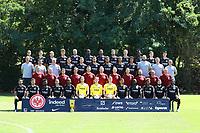 """Mannschaftsfoto Eintracht Frankfurt 2018/19:<br /> hinten: Goncalo Paciencia (Eintracht Frankfurt), Branimir Hrgota (Eintracht Frankfurt), Carlos Salcedo (Eintracht Frankfurt), Lucas Torro (Eintracht Frankfurt), Marco Russ (Eintracht Frankfurt), Evan N'Dicka (Eintracht Frankfurt), Sebastien Haller (Eintracht Frankfurt), David Abraham (Eintracht Frankfurt), Noel Knothe (Eintracht Frankfurt), Danny da Costa (Eintracht Frankfurt), Marijan Cavar (Eintracht Frankfurt), Daichi Kamada (Eintracht Frankfurt)<br /> 3. Reihe: Trainer Adi Hütter (Eintracht Frankfurt), Co-Trainer Christian Peintinger (Eintracht Frankfurt), Co-Trainer Armin Reuthershahn (Eintracht Frankfurt), Makoto Hasebe (Eintracht Frankfurt), Luka Jovic (Eintracht Frankfurt), Danny Blum (Eintracht Frankfurt), Simon Falette (Eintracht Frankfurt), Timothy Chandler (Eintracht Frankfurt), Deji Beyreuther (Eintracht Frankfurt), Athletiktrainer Martin Sporer, Torwarttrainer Manfred """"Moppes"""" Petz (Eintracht Frankfurt), Athletiktrainer Markus Murrer<br /> 2. Reihe: Leiter Spielbetrieb Thomas Westphal, Teammanager Christoph Preuß, Sebastian Zelichowksi (Leiter Analyse), Koichi Kurokawa (medizinische Abteilung), Patrick Kux (Physio), Thomas Stubner (Physio), Maik Liesbrock (Physio), Mannschafstarzt Dr Christoph Seeger, Mannschaftsarzt Dr Wulf Schwietzer, Materialwart Franco Lionti, Materialwart Igor Simonov<br /> vorne: Marco Fabian (Eintracht Frankfurt), Nikolai Müller (Eintracht Frankfurt), Nelson Mandela Mbouhom (Eintracht Frankfurt), Mijat Gacinovic (Eintracht Frankfurt), Gelson Fernandes (Eintracht Frankfurt), Torwart Felix Wiedwald (Eintracht Frankfurt), Torwart Frederik Rönnow (Eintracht Frankfurt), Torwart Jan Zimmermann (Eintracht Frankfurt), Allen Rodrigues de Souza (Eintracht Frankfurt), Jetro Willems (Eintracht Frankfurt), Jonathan de Guzman (Eintracht Frankfurt), Marc Stendera (Eintracht Frankfurt), Taleb Tawatha (Eintracht Frankfurt) - 26.07.2018: Eintracht Frankfurt Mannschaftsfoto, Commerzbank Arena"""