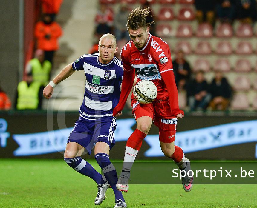 KV Kortrijk - RSC Anderlecht : Thanasis Papazoglou (r) met de balcontrole voor Bram Nuytinck (links) <br /> Foto VDB / Bart Vandenbroucke