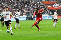 Anastasios Donis (VfB Stuttgart) zieht ab - 30.09.2017: Eintracht Frankfurt vs. VfB Stuttgart, Commerzbank Arena