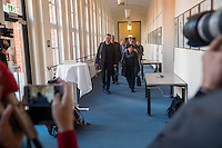 Koalitionsverhandlung zwischen SPD, Gruenen und Linkspartei zur Bildung einer Koalitionsregierung in Berlin.<br /> Am Montag den 10. Oktober 2016 setzte die Berliner SPD mit den Vertretern der Gruenen und der Linkspartei die Verhandlungen fuer eine Rot-Rot-Gruene Koalition in Berlin fort.<br /> Im Bild Mitglieder der Linkspartei. Vorne: Klaus Lederer, Landesvorsitzender und Dagmar Pohle. 2.Reihe links: Harald Wolf<br /> 10.10.2016, Berlin<br /> Copyright: Christian-Ditsch.de<br /> [Inhaltsveraendernde Manipulation des Fotos nur nach ausdruecklicher Genehmigung des Fotografen. Vereinbarungen ueber Abtretung von Persoenlichkeitsrechten/Model Release der abgebildeten Person/Personen liegen nicht vor. NO MODEL RELEASE! Nur fuer Redaktionelle Zwecke. Don't publish without copyright Christian-Ditsch.de, Veroeffentlichung nur mit Fotografennennung, sowie gegen Honorar, MwSt. und Beleg. Konto: I N G - D i B a, IBAN DE58500105175400192269, BIC INGDDEFFXXX, Kontakt: post@christian-ditsch.de<br /> Bei der Bearbeitung der Dateiinformationen darf die Urheberkennzeichnung in den EXIF- und  IPTC-Daten nicht entfernt werden, diese sind in digitalen Medien nach §95c UrhG rechtlich geschuetzt. Der Urhebervermerk wird gemaess §13 UrhG verlangt.]
