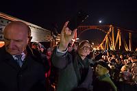 Feierlichkeit zum 30. Jahrestag des Mauerfall am 10. November 2019 an der Glienicker Bruecke. Die Bruecke zwischen Potsdam und Berlin wurde am 10. November 1989 fuer DDR-Buerger geoeffnet.<br /> Im Bild: Der Regierende Buergermeister von Berlin, Michael Mueller, SPD, (rechts) macht ein Selfie bei der Feier auf der Bruecke. Links, der Ministerpraesident von Brandenburg Dietmar Woidke, SPD.<br /> 10.11.2019, Berlin<br /> Copyright: Christian-Ditsch.de<br /> [Inhaltsveraendernde Manipulation des Fotos nur nach ausdruecklicher Genehmigung des Fotografen. Vereinbarungen ueber Abtretung von Persoenlichkeitsrechten/Model Release der abgebildeten Person/Personen liegen nicht vor. NO MODEL RELEASE! Nur fuer Redaktionelle Zwecke. Don't publish without copyright Christian-Ditsch.de, Veroeffentlichung nur mit Fotografennennung, sowie gegen Honorar, MwSt. und Beleg. Konto: I N G - D i B a, IBAN DE58500105175400192269, BIC INGDDEFFXXX, Kontakt: post@christian-ditsch.de<br /> Bei der Bearbeitung der Dateiinformationen darf die Urheberkennzeichnung in den EXIF- und  IPTC-Daten nicht entfernt werden, diese sind in digitalen Medien nach §95c UrhG rechtlich geschuetzt. Der Urhebervermerk wird gemaess §13 UrhG verlangt.]
