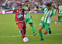 IBAGUÉ- COLOMBIA, 04-02-2018:Sebastian Villa (Izq) jugador del Deportes Tolima  disputa el balón con Diego Bragheri (Der) del Atlético Nacional  durante el partido entre el Deportes Tolima  y Atlético Nacional   por la fecha 1 de la Liga Águila II 2018 jugado en el estadio Manuel Murillo Toro . / Sebastian Villa (L) player of Deportes Tolima vies for the ball with Diego Bragheri (R) player of Atletico Nacional  during match between Deportes Tolima  and Atletico Nacional   for the date 1 of the Aguila League I 2018 played at Manuel Murillo Toro stadium. Photo: VizzorImage/ Juan Carlos Escobar / Contribuidor