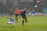 Marco Thiede (Karlsruher SC) klärt - 04.10.2019: SV Darmstadt 98 vs. Karlsruher SC, Stadion am Boellenfalltor, 2. Bundesliga<br /> <br /> DISCLAIMER: <br /> DFL regulations prohibit any use of photographs as image sequences and/or quasi-video.