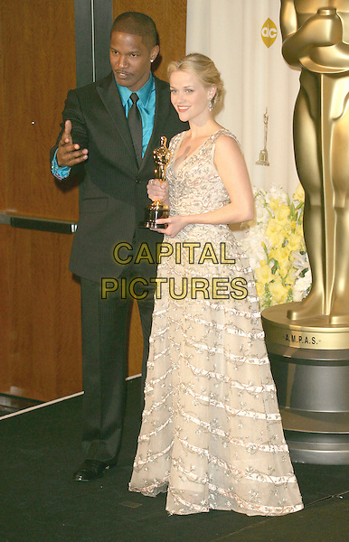 JAMIE FOXX & REESE WITHERSPOON.The 78th Annual Academy Awards - Press Room, held at the Kodak Theatre, Los Angeles, California, USA, .5th March 2006..oscars full length  grey silver vintage Christian Dior dress gown holding oscar winner.Ref: ADM/RE.www.capitalpictures.com.sales@capitalpictures.com.©Russ Elliot/AdMedia/Capital Pictures.