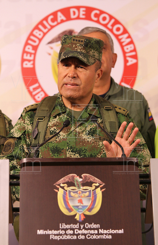 "BOGOTA-COLOMBIA-1-02-2013 .El comandante de las Fuerzas Armadas de Colombia ,general Alejandro Navas durante la conferencia de prensa en el ministerio de defensa nacional donde informó al  país la muerte en combate del jefe guerrillero del quinto frente de  las FARC ,alias ""Jacobo Arango"" y seis guerrilleros más en el departamento de Córdoba. (Foto/VizzorImage / Felipe Caicedo / Staff). BOGOTA-COLOMBIA-1-02-2013. Commander of the Armed Forces of Colombia, General Alejandro Navas during the press conference at the Ministry of Defence where the country reported the death in combat of guerrilla leader of the fifth against the FARC , alias ""Jacobo Arango"" and six other guerrillas in the department of Cordoba.(Photo / VizzorImage / Felipe Caicedo / Staff)."