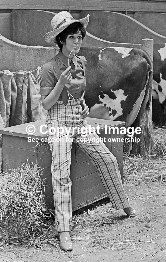 Susan Riddell, aka Susan Knoles, fashion model, born Londonderry, N Ireland, modelling at Balmoral Show (????), Belfast, 1969.196902000067<br />