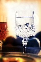 Cibi e bevande. Food and beverages. .Bicchiere di acqua..Glass of water....