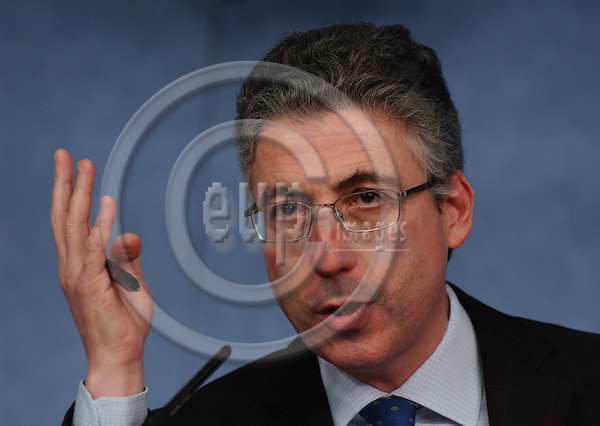 Brussels-Belgium - March 18, 2004---Jonathan FAULL, Director-General in charge of 'Justice and Home Affairs' at the European Commission; during a press briefing in the press room of the 'Breydel', main building of the EU-Commission---Photo: Horst Wagner/eup-images