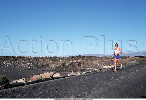 HUGH JONES training, Lanzarote, 9303. Photo: Glyn Kirk/Action Plus...jogging.running.distance.leisure.1993.man.male