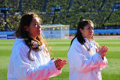 (L-R) Homare Sawa, Saori Yoshida, JANUARY 1, 2013 - Football / Soccer : .The 92th Emperor's Cup Final match between Gamba Osaka 0-1 Kashiwa Reysol at National Stadium, in Tokyo, Japan. (Photo by AFLO)