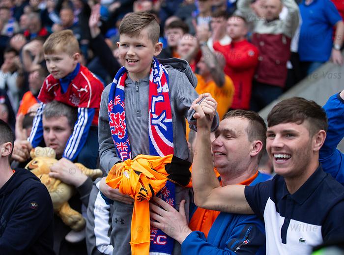 13.05.2018 Hibs v Rangers: A young Rangers fan gets Jak Alnwick's shirt