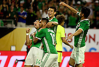 HOUSTON - UNITED STATES, 13-06-2016: Jesus Manuel Corona (#10) jugador de Mexico (MEX) celebra con sus compañeros después de anotar un gol a Venezuela (VEN) durante partido del grupo C fecha 3 por la Copa América Centenario USA 2016 jugado en el estadio NRG en Houston, Texas, USA. /  Jesus Manuel Corona (#10) player of Mexico (MEX) celebrates with his teammates after scoring a goal to Venezuela (VEN) during match of the group A date 3 for the Copa América Centenario USA 2016 played at NRG stadium in Houston, Texas ,USA. Photo: VizzorImage/ Luis Alvarez /Str