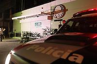 FOTO EMBARGADA PARA VEICULOS INTERNACIONAIS. SAO PAULO, SP, 18/11/2012,PORTA PQ. ANTARTICA. Devido o rebaixamento do Palmeiras para 2ª divisão, a porta do Pq. Antartica recebeu  refoço do policiamento, afim de evitar novas depredações. Luiz Guarnieri/ Brazil Photo Press