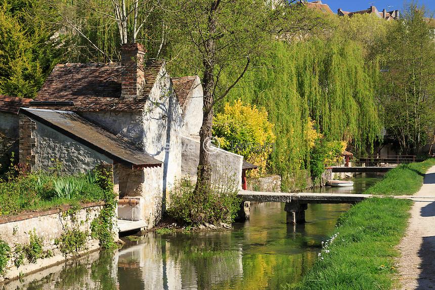 France, Seine-et-Marne (77) , Château-Landon, la rivière le Fusain, lavoirs et sentier des Amoureux // France, Seine et Marne, Chateau Landon, the River Fusain, lavoirs and the Sentier des Amoureux