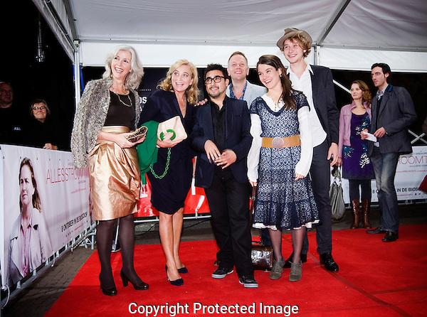 Nederland, Utrecht, 25 september 2009. Het Nederlands Film Festival 2009, premiere Alles Stroomt van regisseur Danyael Sugawara. Op de rode loper, vlnr; Marieke van der Pol (scenario), Anneke Blok (cast), Danyael Sugawara (regisseur), Ronald Top, Lidewij Mahler, Wieger Windhorst (allen cast). Foto: Bram Belloni /// © 2009 Bram Belloni, all rights reserved /// Copyright information: http://www.belloni.nl /// bram@belloni.nl /// +31626698929 /// Reference code: 090925023 Alles Stroomt.jpg, The Netherlands/NLD, Utrecht, 25SEP09