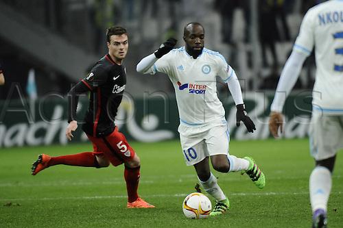 18.02.2016. Marseille, France. UEFA Europa league football. Marseille versus Athletic Bilbao.  Diarra (OM) turns Javier Eraso (bil) inside