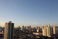 SAO PAULO, SP, 26 FEVEREIRO 2013 - CLIMA TEMPO - SAO PAULO - Amanhecer na cidade de Sao Paulo vista do bairro da Mooca regiao leste da capital paulista nesta terça-feira, 26. FOTO: LUIZ GUARNIERI - BRAZIL PHOTO PRESS.