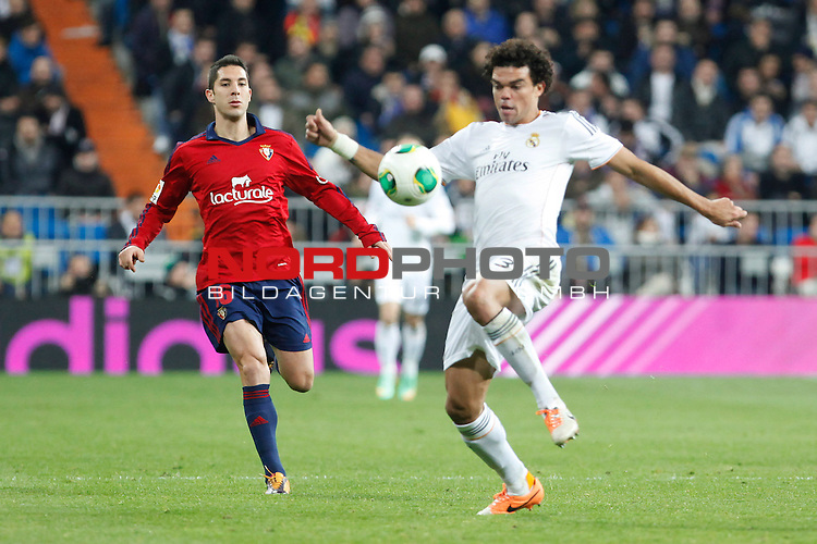 Real Madrid¬¥s Pepe (R) and Osasuna¬¥s Cejudo during King¬¥s Cup match in Santiago Bernabeu stadium in Madrid, Spain. January 09, 2014. Foto © nph / Victor Blanco)