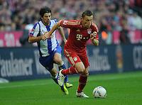Fussball Bundesliga Saison 2011/2012 9. Spieltag FC Bayern Muenchen - Hertha BSC Berlin V.l.: Lewan KOBIASCHWILI (Hertha BSC), Ivica OLIC (FCB).