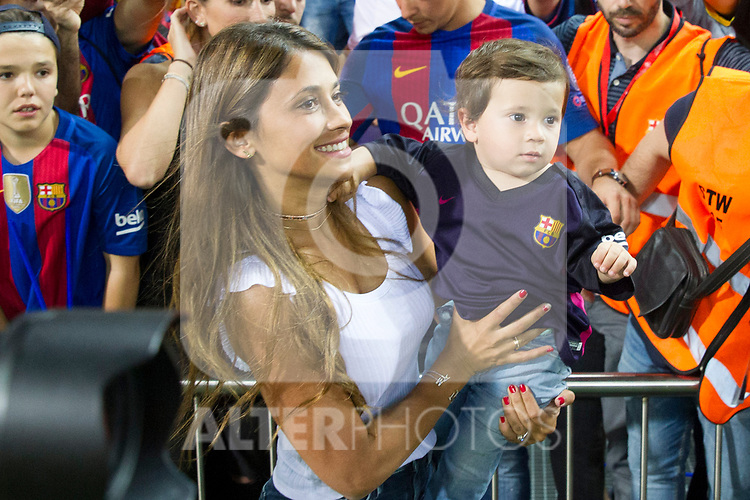 Antonella Roccuzzo  and his son, Thiago Messi during the match of  Copa del Rey (King's Cup) Final between Deportivo Alaves and FC Barcelona at Vicente Calderon Stadium in Madrid, May 27, 2017. Spain.. (ALTERPHOTOS/Rodrigo Jimenez)