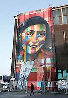 Nederland Amsterdam 2016.  NDSM Terrein. De Braziliaanse streetartist Eduardo Kobra heeft een  monumentaal portret van Anne Frank gemaakt op een van de loodsen. Foto Berlinda van Dam / Hollandse Hoogte