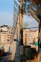 Gerusalemme / Israele.La divisione causata dal muro tra le case di Gerusalemme est..Foto Livio Senigalliesi