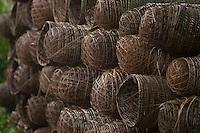 Cestas artesanais feitas com fibras de palmeiras usadas no transporte de frutas em embarcações regionais.<br /> Belém, Pará, Brasil<br /> Foto Paulo Santos<br /> 19/03/2013