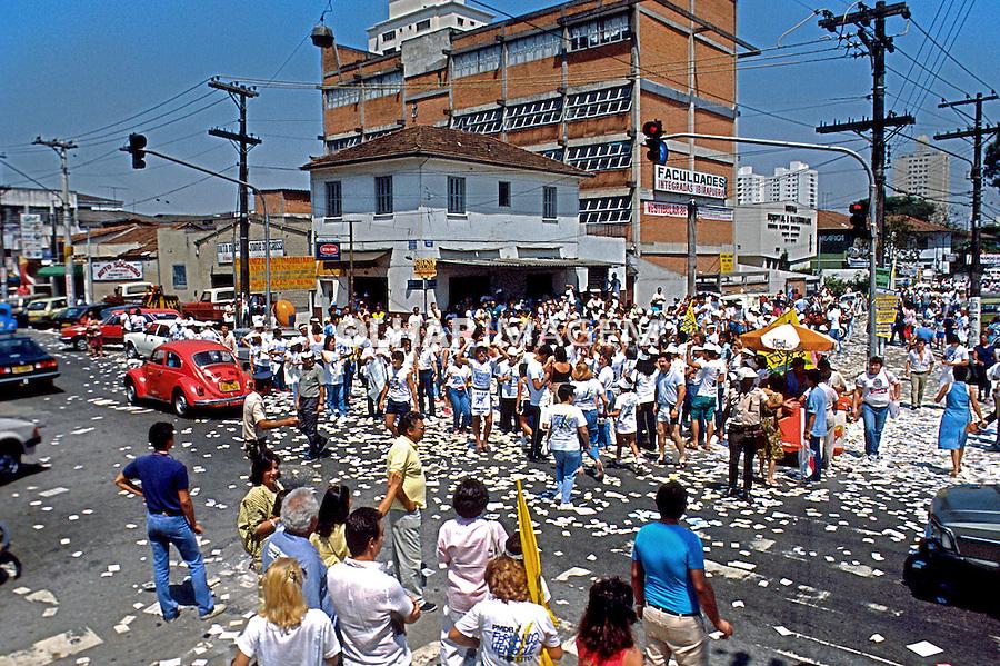População nas ruas para votar nas eleições de 1985, São Paulo. Foto de Juca Martins.