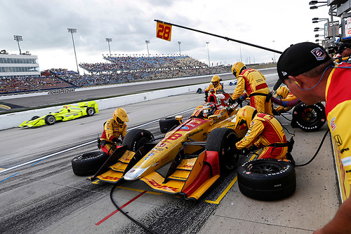 Verizon IndyCar Series<br /> Iowa Corn 300<br /> Iowa Speedway, Newton, IA USA<br /> Sunday 9 July 2017<br /> Ryan Hunter-Reay, Andretti Autosport Honda pit stop<br /> World Copyright: Michael L. Levitt<br /> LAT Images