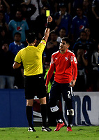 BOGOTÁ - COLOMBIA, 17-05-2018: Roberto Tobar (Izq.) árbitro Chileno, muestra tarjeta amarilla a Alan Franco (Der.) jugador de Club Atlético Independiente (ARG), durante partido entre Millonarios (COL) y Club Atlético Independiente (ARG), de la fase de grupos, grupo G, fecha 5 de la Copa Conmebol Libertadores 2018, en el estadio Nemesio Camacho El Campin, de la ciudad de Bogota. / Roberto Tobar, (L) Chilean referee, shows yellow card to Alan Franco (R) player of Club Atletico Independiente (ARG), during a match between Millonarios (COL) and Club Atletico Independiente (ARG), of the group stage, group G, 5th date for the Conmebol Copa Libertadores 2018 in the Nemesio Camacho El Campin stadium in Bogota city. VizzorImage / Luis Ramirez / Staff.