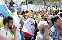 Roma, 10 Giugno 2011.Piazza del Popolo.Io Voto! In piazza per la fine della campagna referendaria su nucleare, acqua pubblica e legittimo impedimento.Antonio Di Pietro tra la gente