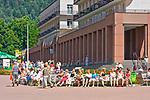 Kuracjusze na deptaku, Krynica Zdr&oacute;j, Polska<br /> Visitors on the promenade, Krynica Zdr&oacute;j, Poland