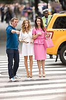 Sex and the City 2 (2010) <br /> Behind the scenes photo of Sarah Jessica Parker, Kristin Davis &amp; Michael Patrick King<br /> *Filmstill - Editorial Use Only*<br /> CAP/MFS<br /> Image supplied by Capital Pictures