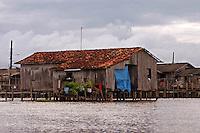 Vila de Jenipapo, construída acima dágua com casas interligadas por pontes de madeira conhecidas na região como estivas, beira do lago Arari. Marajó.<br /> Santa Cruz do Arari, Pará, Brasil.<br /> 08/05/2006<br /> Foto Paulo Santos/Interfoto