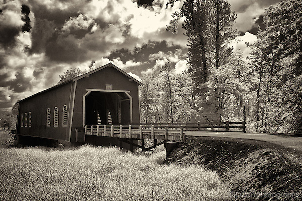 Black and white of Shimanek Bridge in Oregon